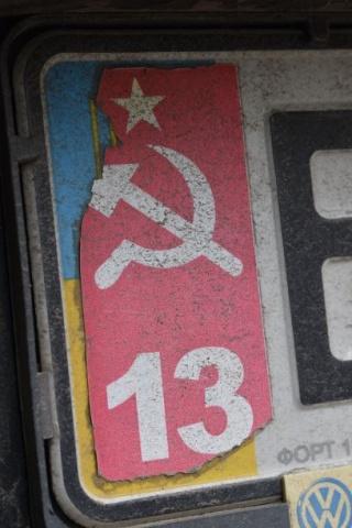 Hammer und Sichel statt ukrainischen Farben