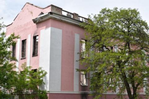 Von ukrainischer Artillerie zerstörte Schule
