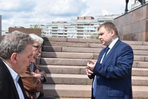 Alexej Albu (r), exilierter Linksaktivist aus Odessa