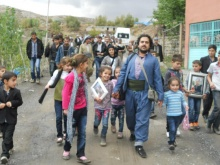 Kadir Bal Roboski´de öldürülen 34 Çocuğun Kardeşleriyle